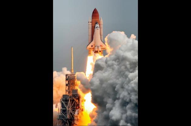 Momentos en que despega el transbordador espacial Atlantis. Esta es la última mi