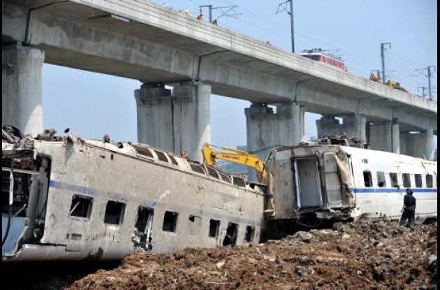 El accidente se produjo cuando un tren de alta velocidad, que se encontraba inmo