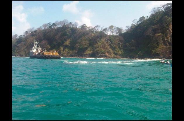 Esta en la Bahía el tramo de tubo del Emisario Submarino hallado cerca de Panamá