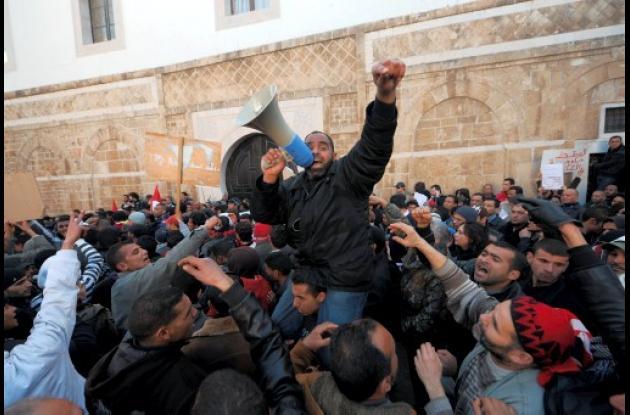 En Túnez siguen la revuelta. Ahota para tumbar al gobierno de transición.