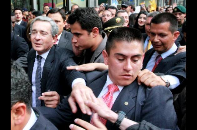 """El expresidente Álvaro Uribe se dio su """"septimazo"""" el jueves por el centro de Bo"""