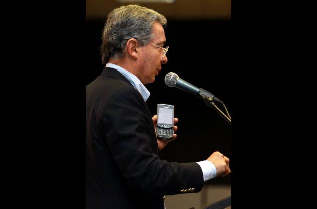 Uribe hace declaraciones a la fiscalia a través de su cuenta Twitter