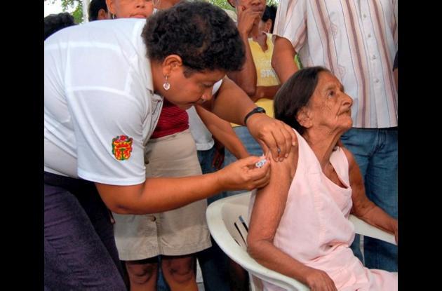 La vacuna contra influenza para mayores de 60 años es gratis.