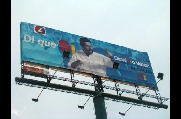 Valla de Dionisio Vélez con logo del Partido Liberal.