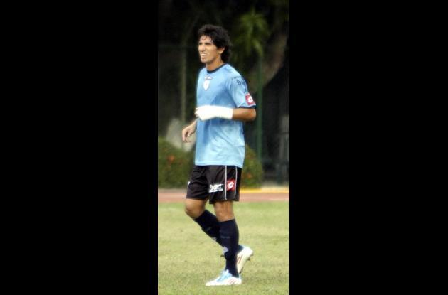 Gilberto Velásquez, defensa centro.
