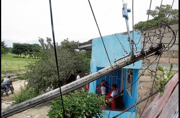 Poste llevó contra las casas, las redes eléctricas en Chochó, Sucre