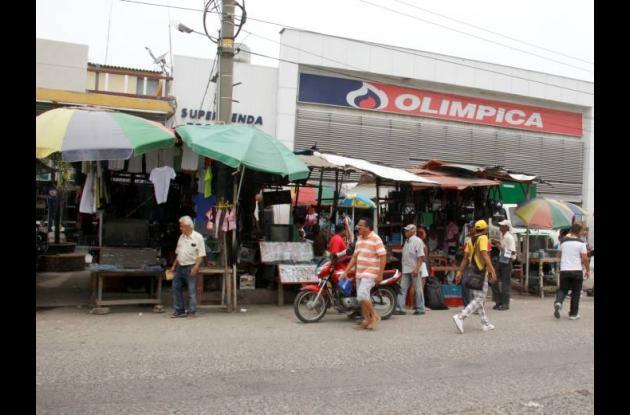 Vendedores ambulantes mercado de bazurto