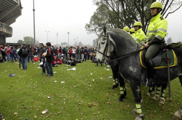 Se toman medidas de seguridad para ingreso al Estadio El Campín.
