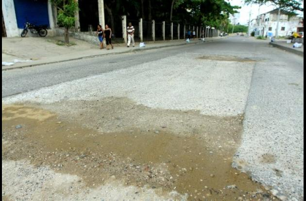 Carrera 17 necesita asfalto o pavimento