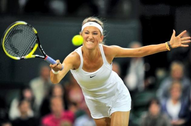 Victoria Azarenka superó ayer a la austríaca Tamira Paszek y avanzó en Wimbledon