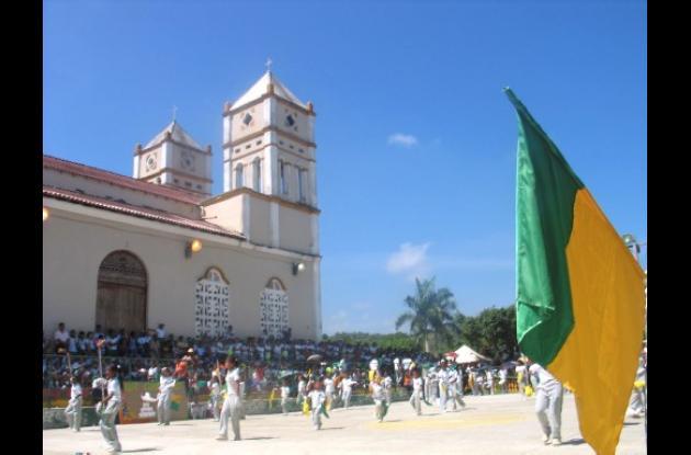 Las bandas de paz de los colegios de Villanueva le dieron el toque musical a los