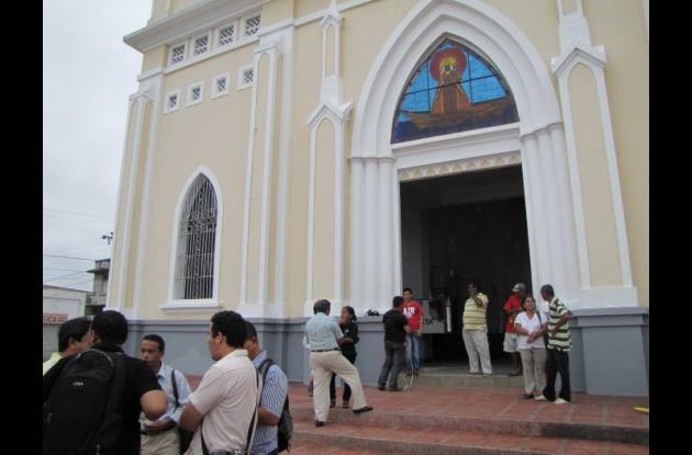 Vitral en la fachada de la Catedral de Magangué.