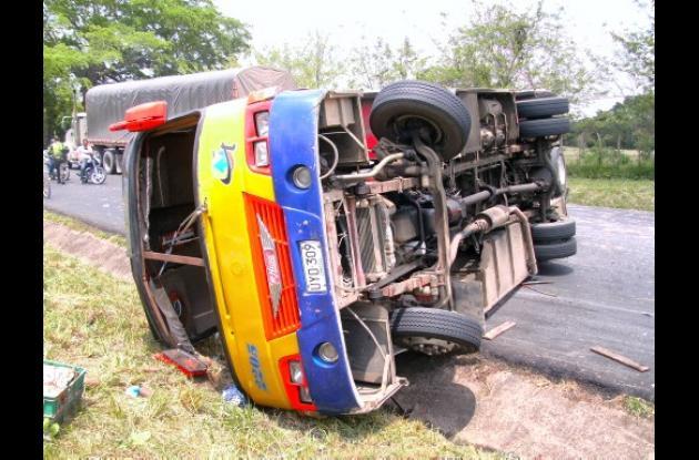 Accidente de bus de Torcoma cerca de San Juan Nepomuceno.