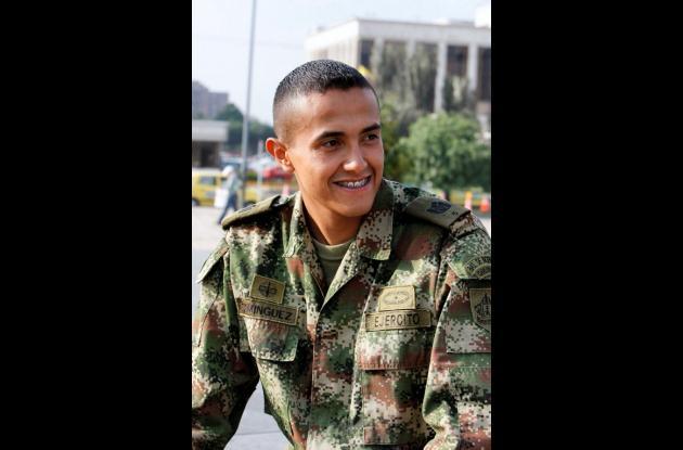 El soldado profesional William Domínguez Castro fue asesinado cerca a su casa en