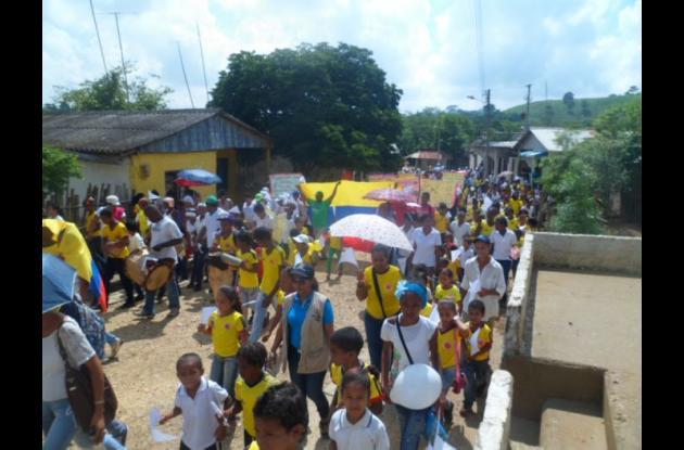 Las calles de Zipacoa fueron el escenario de la marcha.