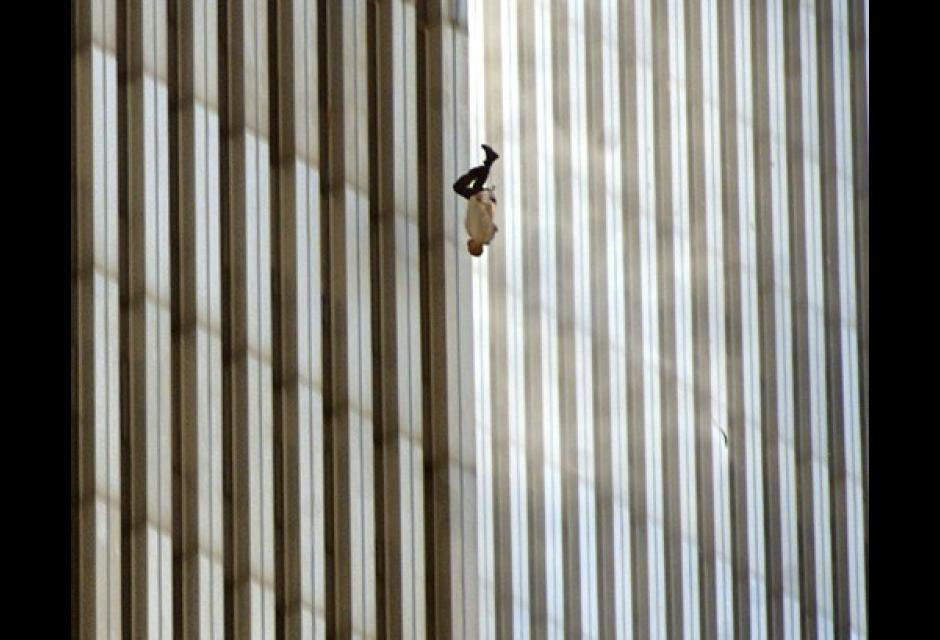 La desesperación obligó a muchos a lanzarse de las alturas