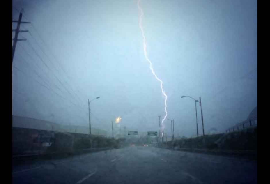 Lluvia con tormenta eléctrica en Cartagena.