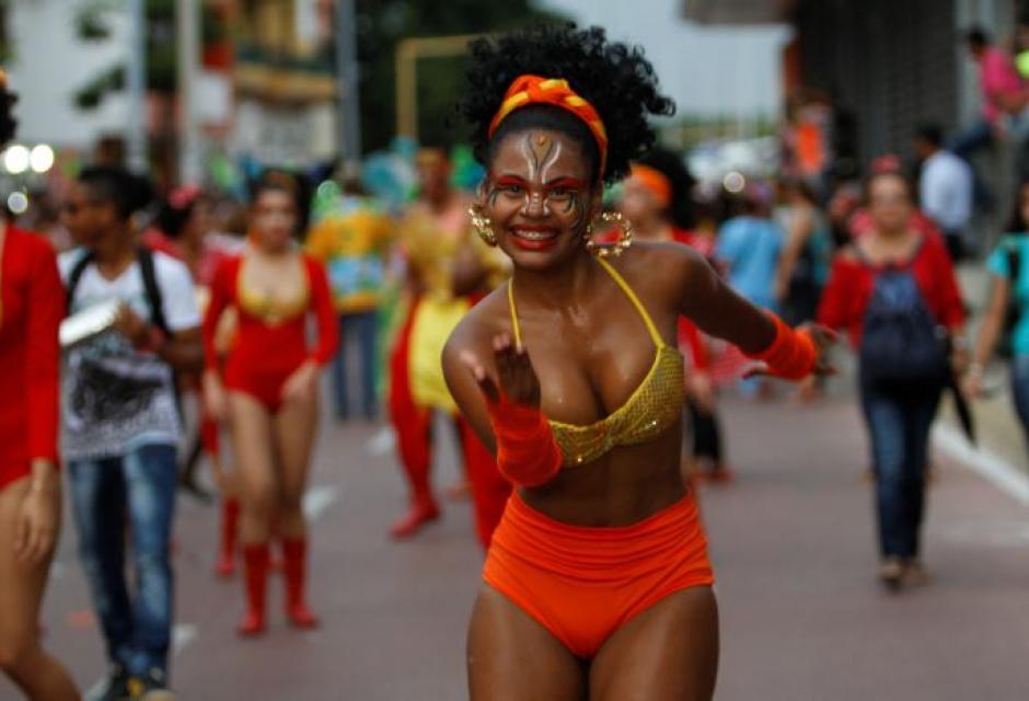 Desfiles folclóricos estudiantiles pre fiestas de independencia de Cartagena