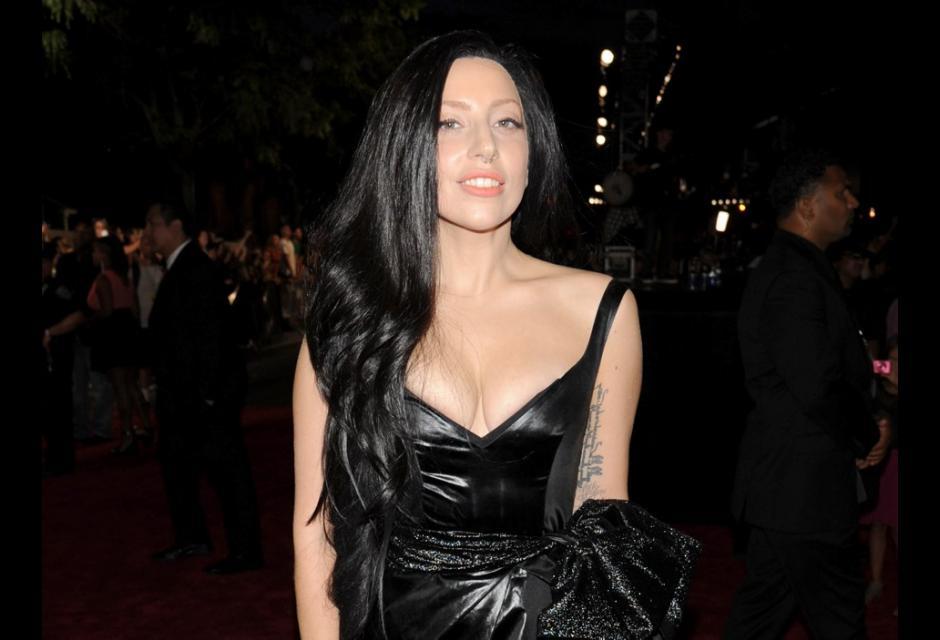 8. Lady Gaga, 28 años, $33 millones de dólares.