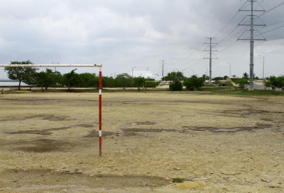 Cancha de fútbol en la vía Perimetral
