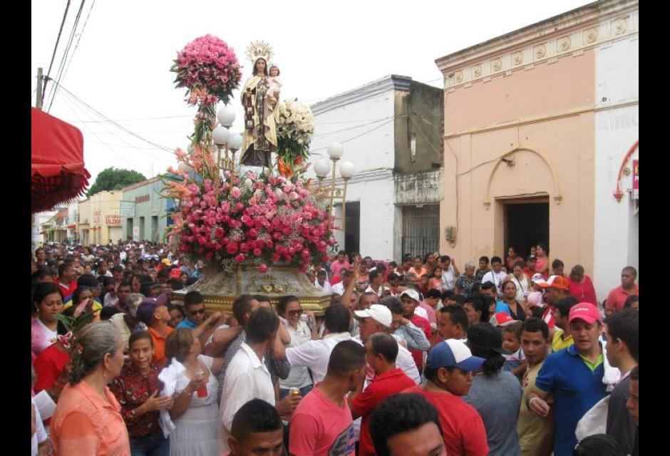 Procesión en honor a la Virgen del Carmen en el Centro Histórico.