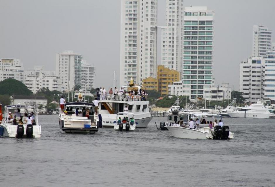 Manifestación náutica para venerar a la madre de Jesús, al interior de la Bahía de Cartagena.