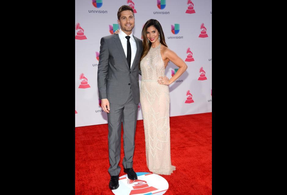 Eric Winter y Roselyn Sánchez. latin grammy 2015