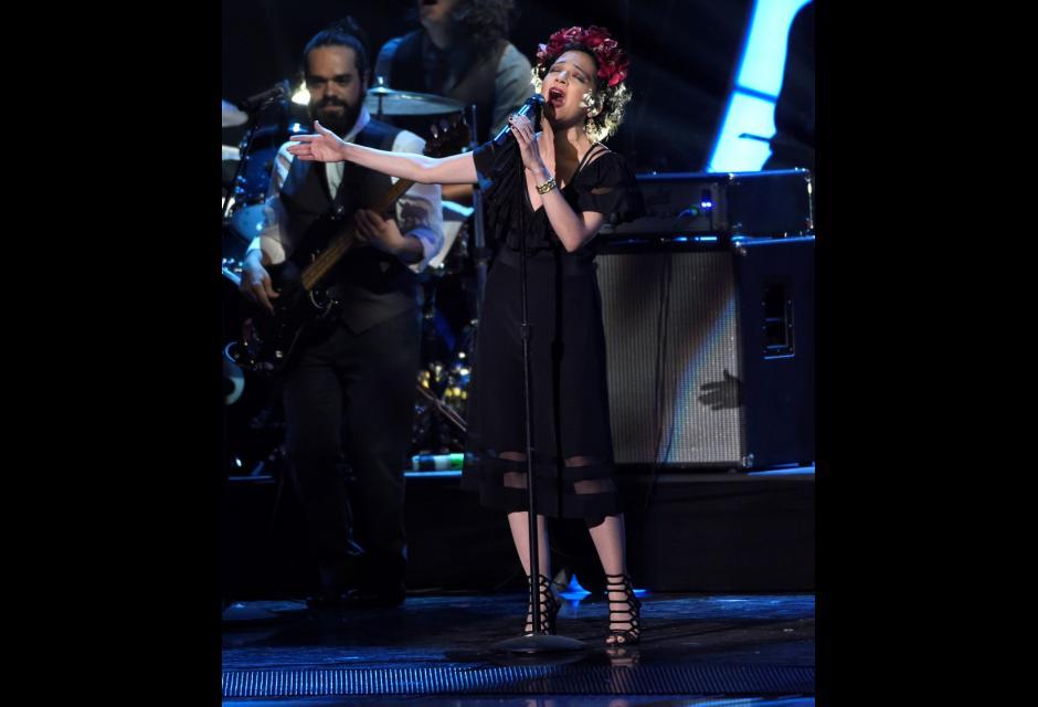 Natalia Lafourcade cantando