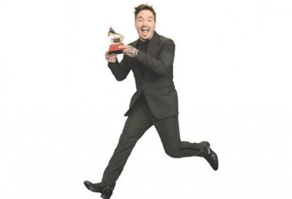 José Álvaro Osorio Balvin, conocido como J Balvin, este cantante de música urbana está en la cúspide de su carrera. Este año obtuvo el Grammy Latino a Mejor Canción Urbana por Ay vamos.