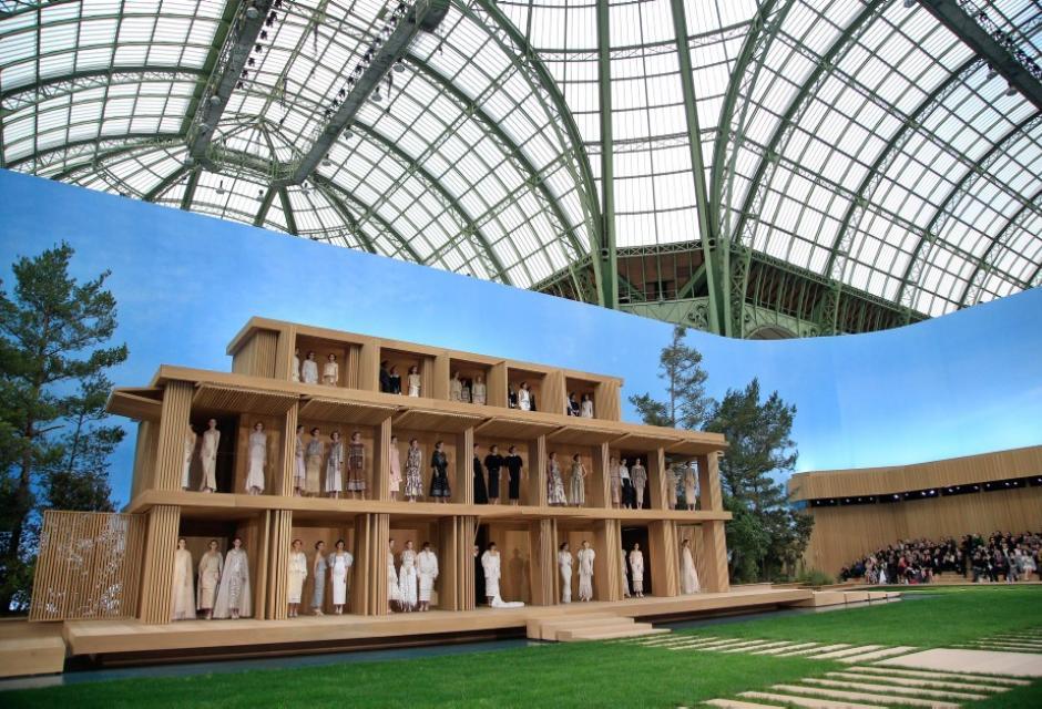 Diseños de Chanel presentados en París.