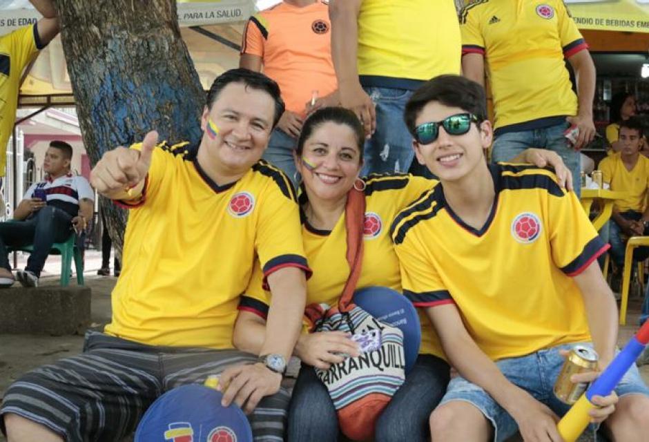 Hinchas palpitan el choque entre Colombia y Venezuela.