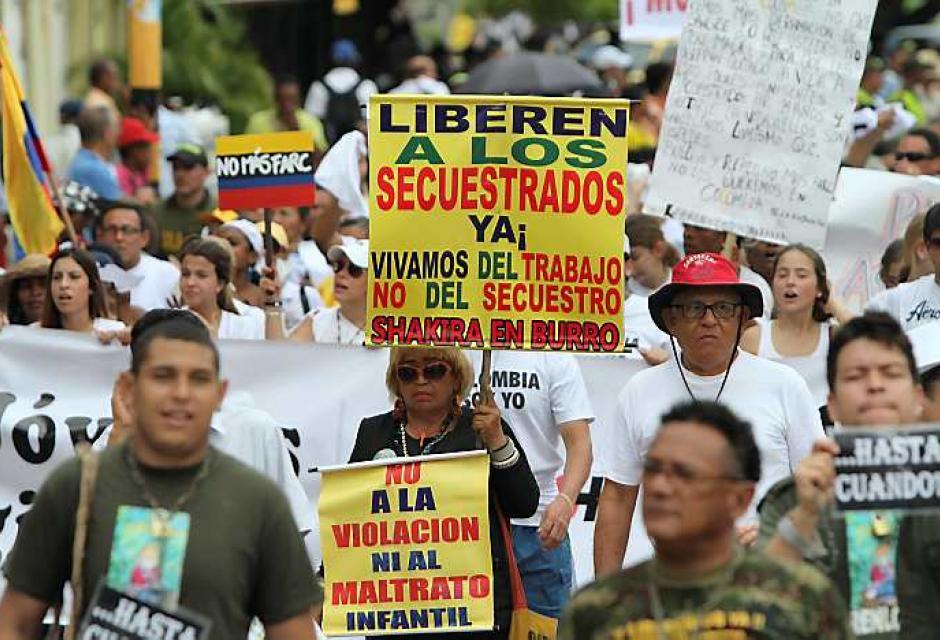 Cientos de cartageneros se unieron a la marcha nacional del 6 de diciembre para