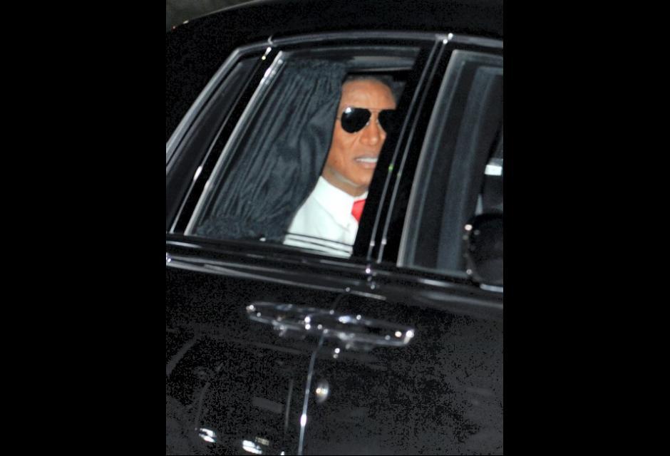 Jermaine Jackson arriva al funeral.