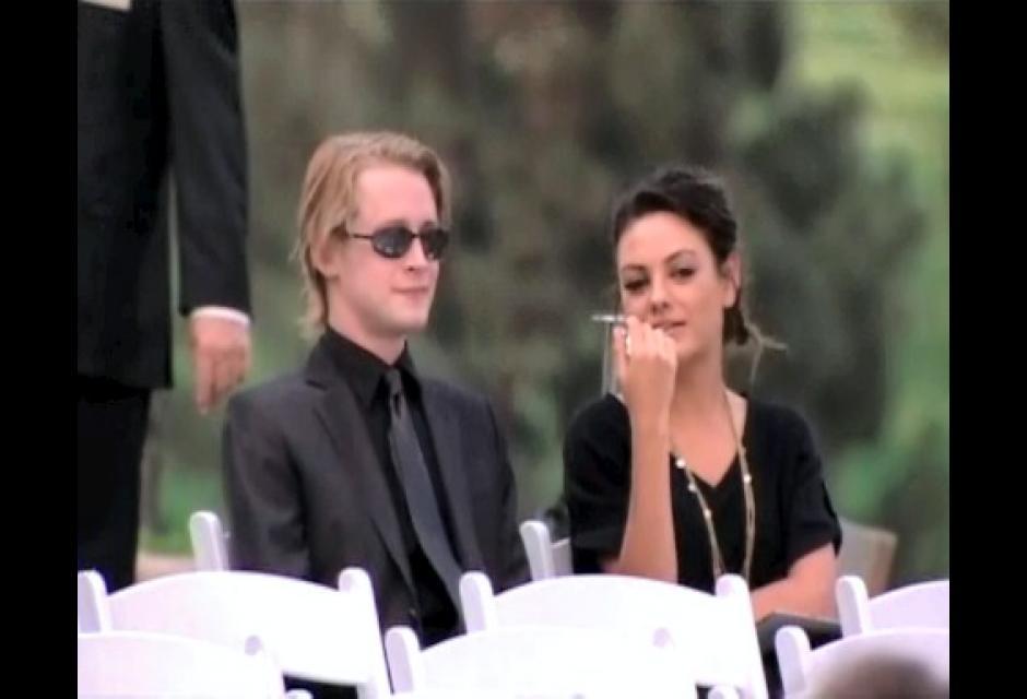 Macaulay Culkin asistió acompañado a despedir a su gran amigo.
