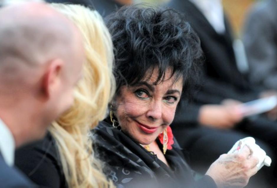 Elizabeth Taylor, la amiga del alma del cantante, no faltó al entierro privado.