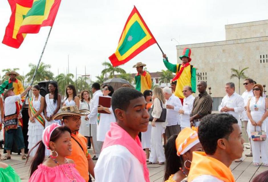 Con grupos folclóricos se dio la celebración en el muelle de La Bodeguita.