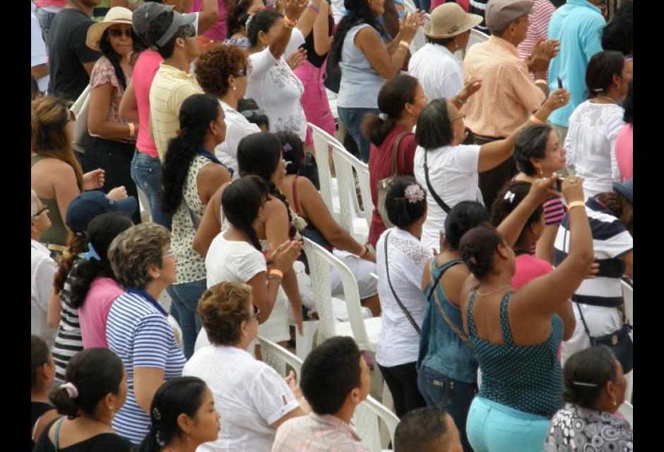 Estallido de alabanza en la Plaza de Toros - Emisora Minuto de Dios