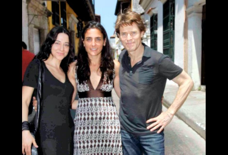 Willem Dafoe junto su esposa la directora y actriz Giada Colagranda.