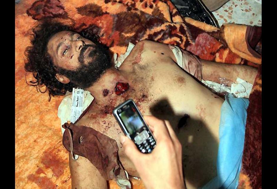 Cuerpo inerte de Mutassem, hijo de Muamar al Gadafi
