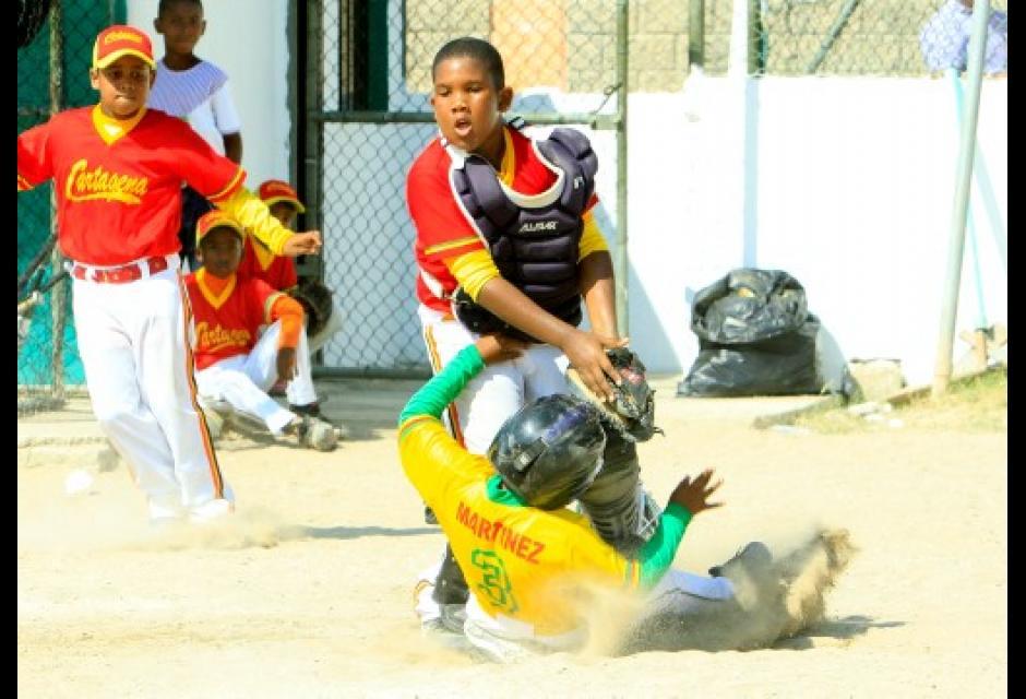 Jugadas emocionantes se presentaron en el juego entre Cartagea Amarillo y Rojo,
