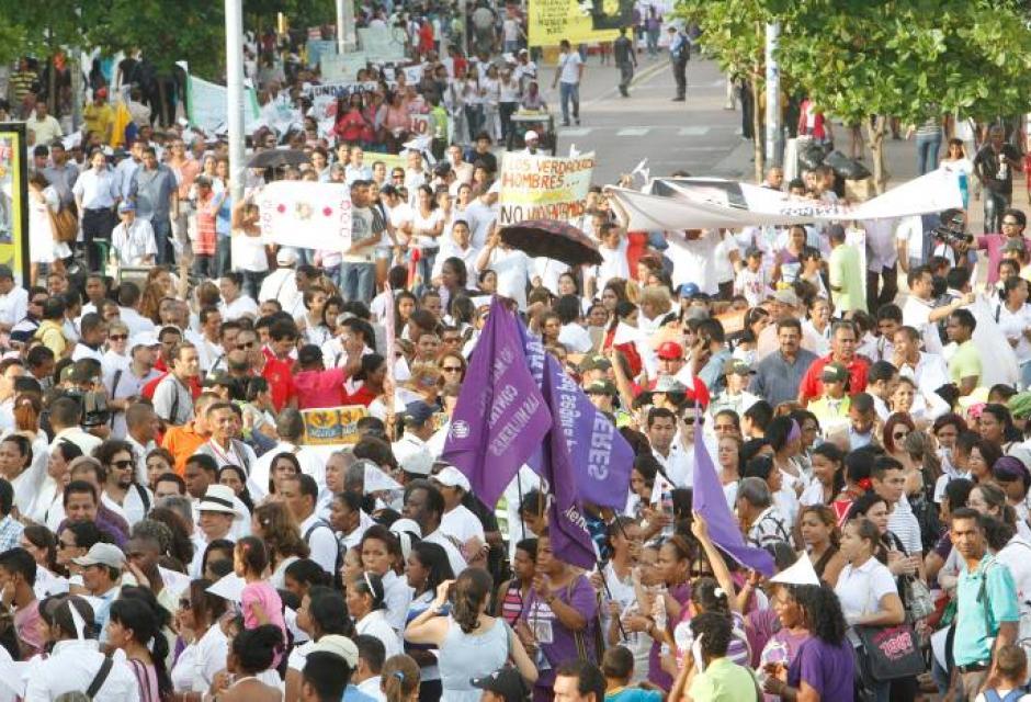 Marcha contra la violencia a la mujer en Cartagena de Indias