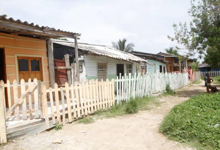 Casas a orilla de la perimetral