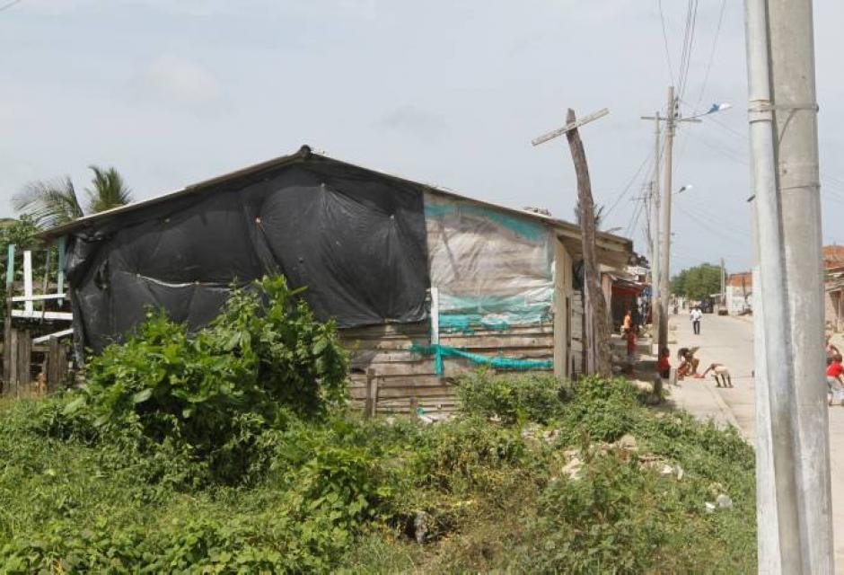 Casas a orilla de la Vía Perimetral