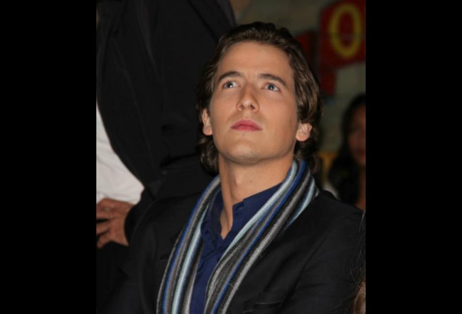 Carlos Torres es Gustavo Rico.