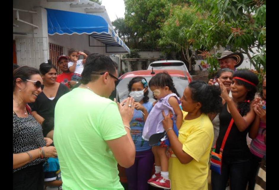 Silvestre Dangond lleva alegría a niños enfermos de cáncer en Cartagena