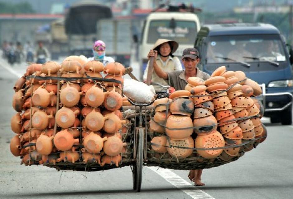 A este vietnamita no le cabe una vasija más