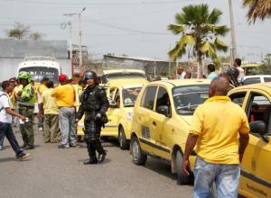 Protesta de taxistas por el sistema de foto multas