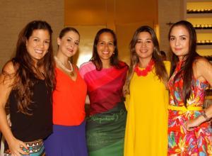 María Carolina Alcocer, María Paula García, María Claudia García, Tania Vergara y Mady García.