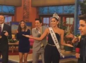 Paulina Vega, Miss Universo, bailando la 'Pollera colorá'.