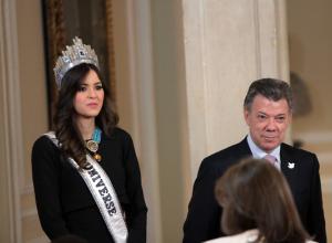 Paulina Vega Dieppa, Miss Universo 2014 - 2015, y el presidente de Colombia, Juan Manuel Santos.